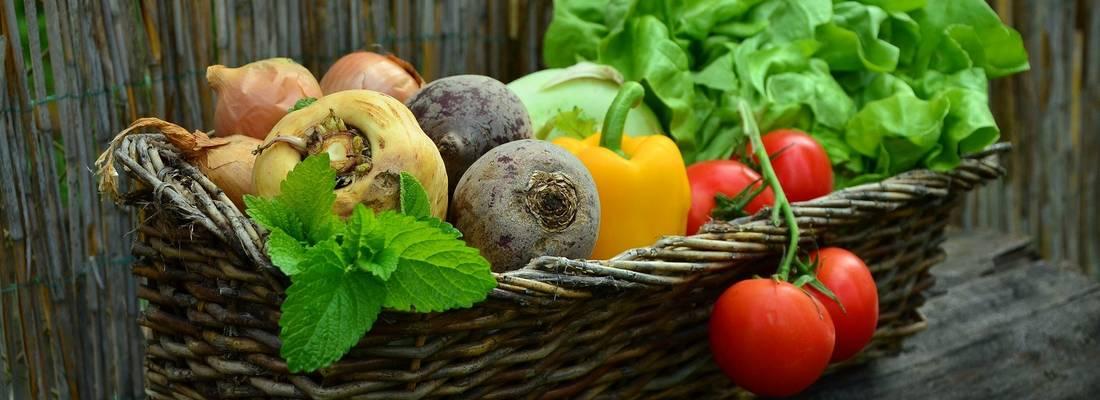 Korb in welchem sich verschiedenes Gemüse befindet ©Pixabay